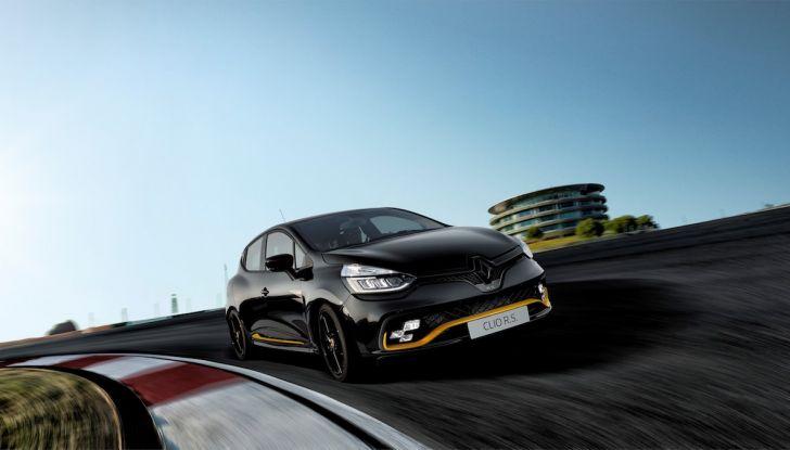 Renault Clio R.S. 18: la Hot Hatch da 220CV pronta a scendere in pista - Foto 7 di 20