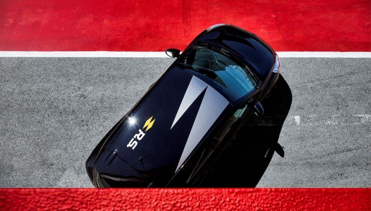 Renault Clio R.S. 18: la Hot Hatch da 220CV pronta a scendere in pista - Foto 10 di 20
