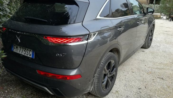 DS7 Crossback, prova su strada del SUV Premium senza compromessi - Foto 12 di 27