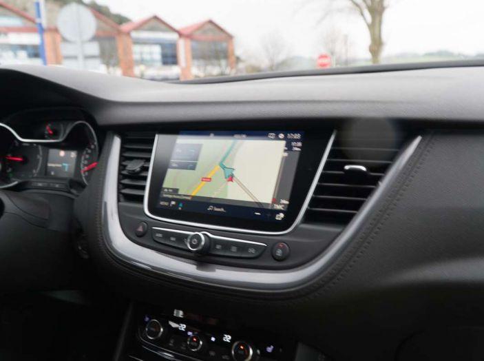 Opel Grandland X prova su strada, motorizzazioni e consumi - Foto 27 di 27
