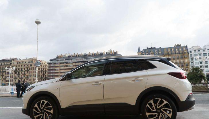 Opel Grandland X prova su strada, motorizzazioni e consumi - Foto 10 di 26