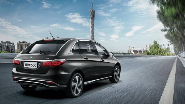 Denza 500, l'elettrica Mercedes per il mercato cinese - Foto 2 di 7