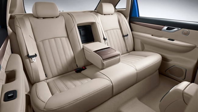 Denza 500, l'elettrica Mercedes per il mercato cinese - Foto 3 di 7