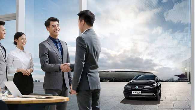 Denza 500, l'elettrica Mercedes per il mercato cinese - Foto 4 di 7