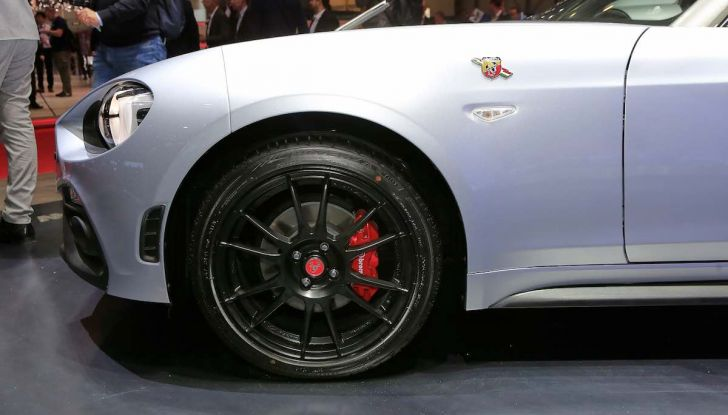 Abarth 124 GT, serie speciale con hard top in carbonio - Foto 11 di 11