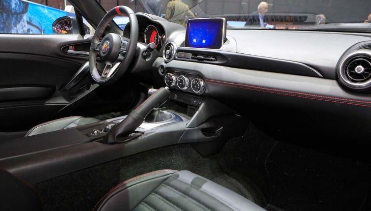 Abarth 124 GT, serie speciale con hard top in carbonio - Foto 9 di 11