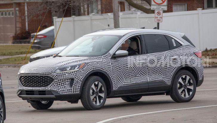 Ford Kuga 2020, prime prove su strada per il Crossover dell'Ovale Blu - Foto 1 di 36