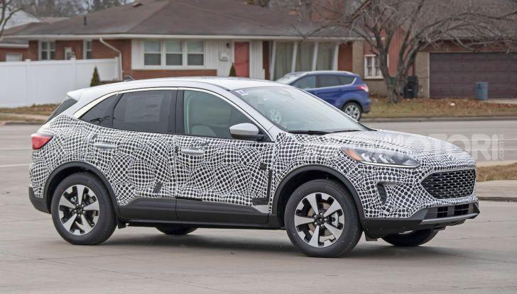 Ford Kuga 2020, prime prove su strada per il Crossover dell'Ovale Blu - Foto 3 di 36