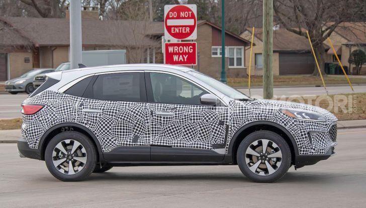 Ford Kuga 2020, prime prove su strada per il Crossover dell'Ovale Blu - Foto 30 di 36