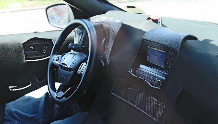 Ford Kuga 2020, prime prove su strada per il Crossover dell'Ovale Blu - Foto 7 di 36