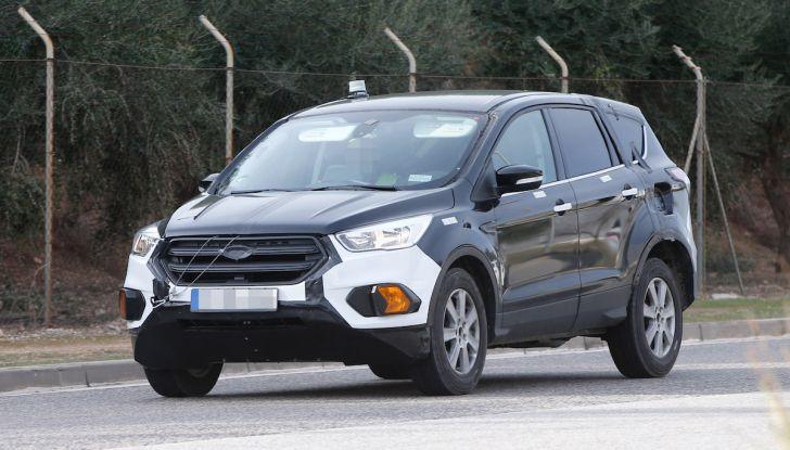Ford Kuga 2020, prime prove su strada per il Crossover dell'Ovale Blu - Foto 11 di 36