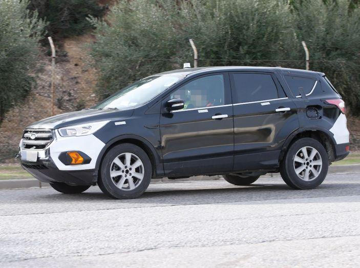 Ford Kuga 2020, prime prove su strada per il Crossover dell'Ovale Blu - Foto 10 di 23