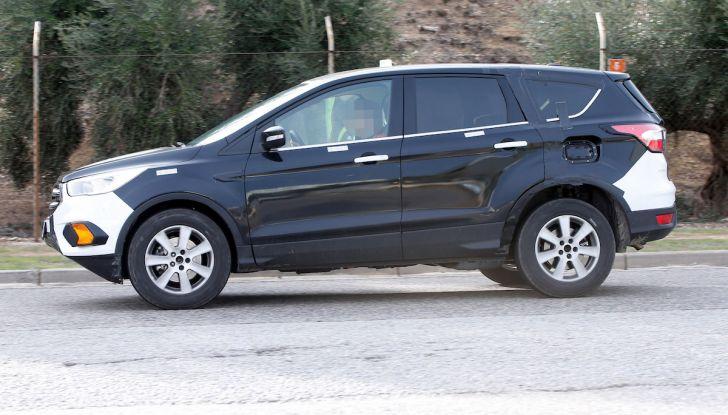 Ford Kuga 2020, prime prove su strada per il Crossover dell'Ovale Blu - Foto 12 di 23