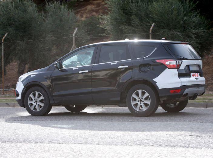 Ford Kuga 2020, prime prove su strada per il Crossover dell'Ovale Blu - Foto 13 di 23