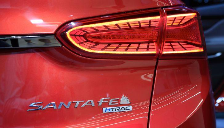 Hyundai Santa Fe 2018, dimensioni e motori del SUV coreano - Foto 2 di 14