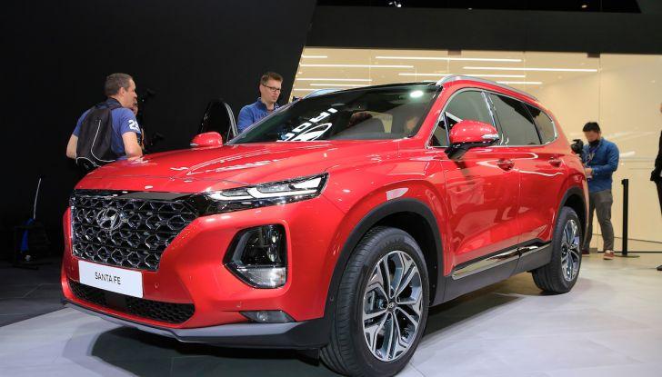 Hyundai Santa Fe 2018, dimensioni e motori del SUV coreano - Foto 1 di 14