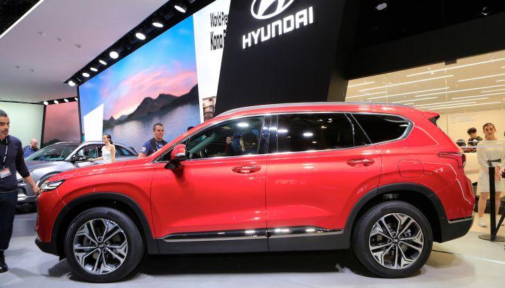 Hyundai Santa Fe 2018, dimensioni e motori del SUV coreano - Foto 12 di 14