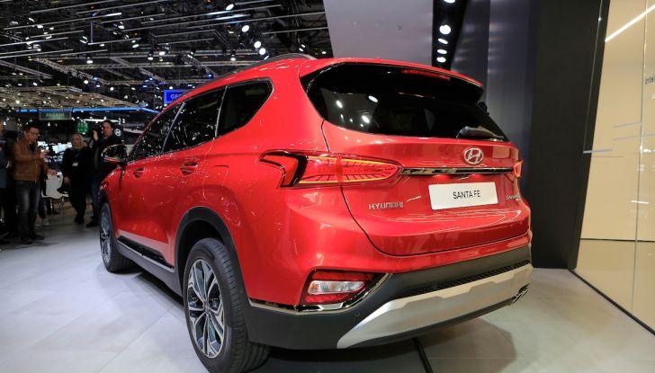Hyundai Santa Fe 2018, dimensioni e motori del SUV coreano - Foto 13 di 14