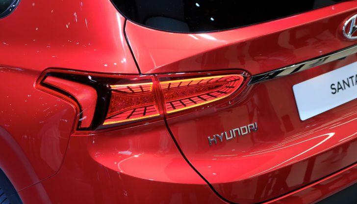 Hyundai Santa Fe 2018, dimensioni e motori del SUV coreano - Foto 14 di 14