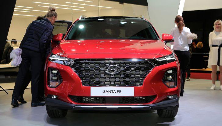 Hyundai Santa Fe 2018, dimensioni e motori del SUV coreano - Foto 3 di 14