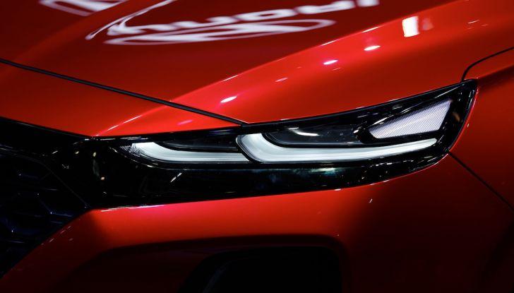 Hyundai Santa Fe 2018, dimensioni e motori del SUV coreano - Foto 5 di 14