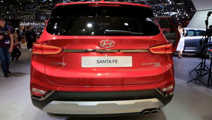 Hyundai Santa Fe 2018, dimensioni e motori del SUV coreano - Foto 8 di 14