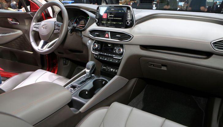Hyundai Santa Fe 2018, dimensioni e motori del SUV coreano - Foto 10 di 14