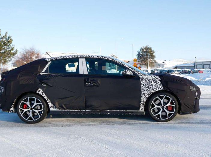 Hyundai i30 N Fastback, primi test su strada della variante sportiva - Foto 7 di 10