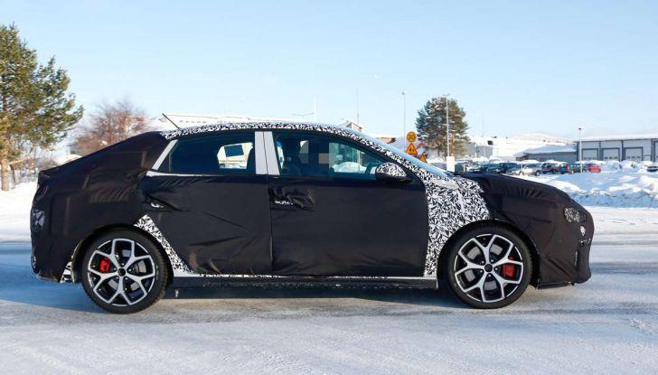 Hyundai i30 N Fastback, primi test su strada della variante sportiva - Foto 13 di 26