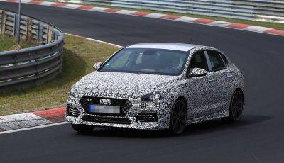 Hyundai i30 N Fastback, primi test su strada della variante sportiva