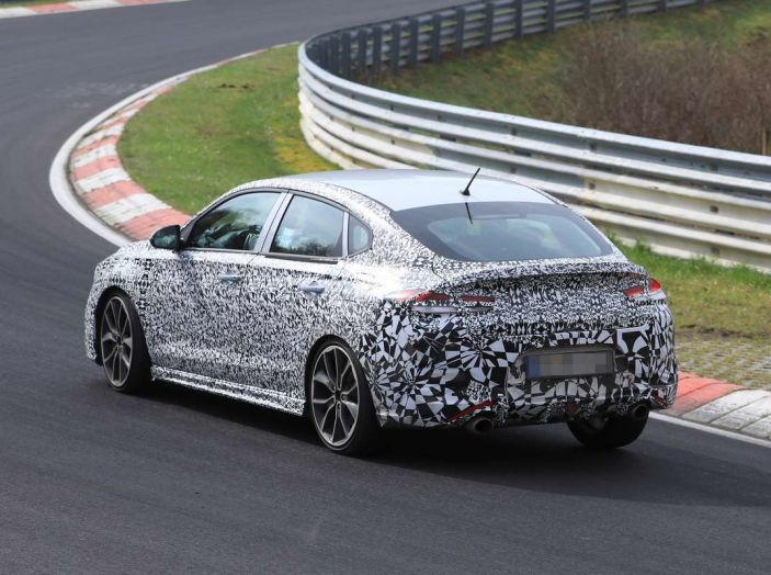 Hyundai i30 N Fastback, primi test su strada della variante sportiva - Foto 26 di 26