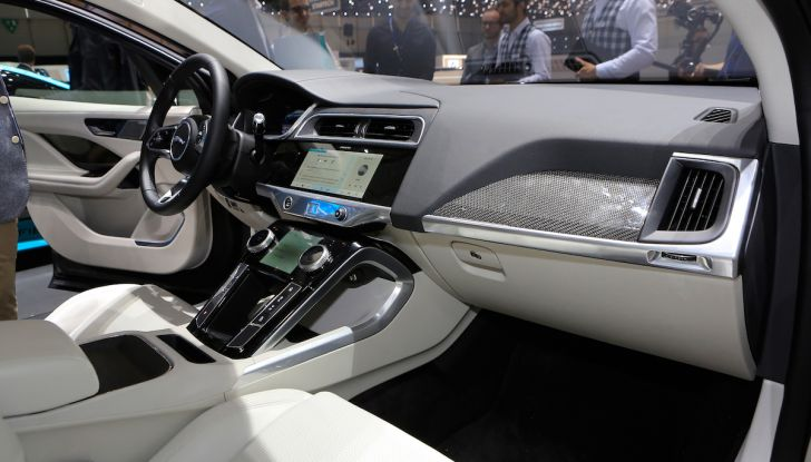 Jaguar I-PACE, prezzo e caratteristiche del crossover elettrico - Foto 18 di 25
