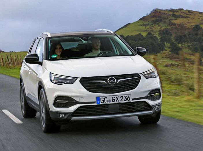 Opel Grandland X prova su strada, motorizzazioni e consumi - Foto 19 di 27