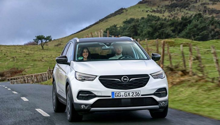 Opel Grandland X prova su strada, motorizzazioni e consumi - Foto 20 di 26
