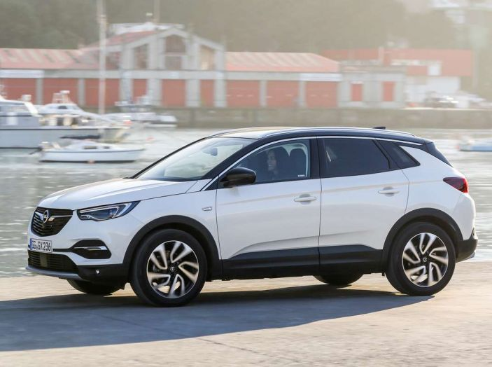 Opel Grandland X prova su strada, motorizzazioni e consumi - Foto 5 di 27