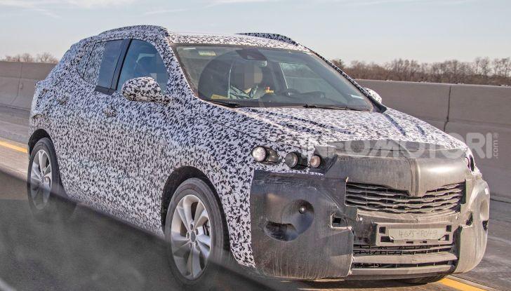 Opel Mokka X 2019, la nuova generazione impegnata nei test - Foto 7 di 21