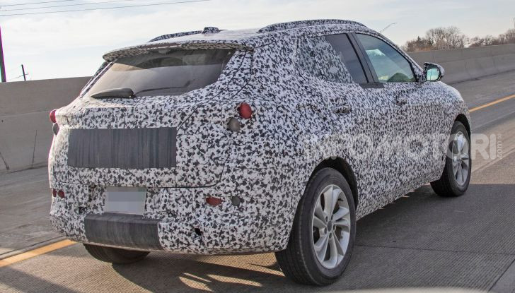 Opel Mokka X 2019, la nuova generazione impegnata nei test - Foto 8 di 21