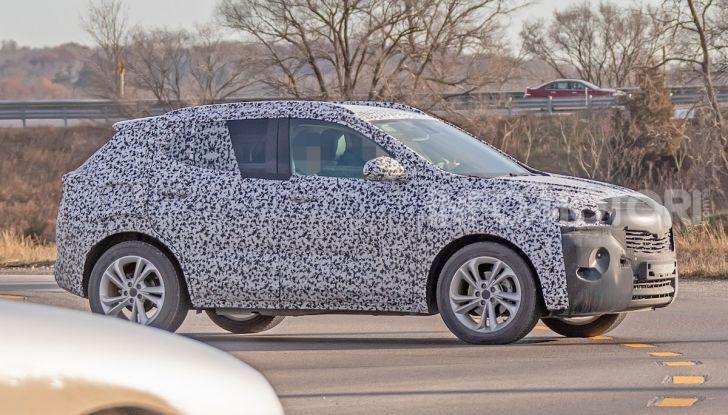 Opel Mokka X 2019, la nuova generazione impegnata nei test - Foto 2 di 21