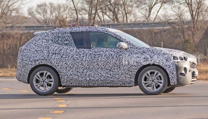 Opel Mokka X 2019, la nuova generazione impegnata nei test - Foto 1 di 21