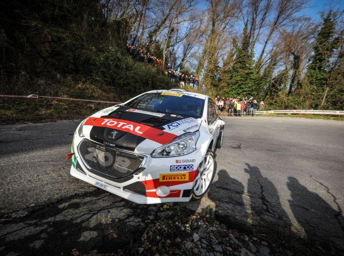 Pollara (Peugeot 208 T16 ufficiale) costretto al ritiro al Ciocco - Foto 1 di 4