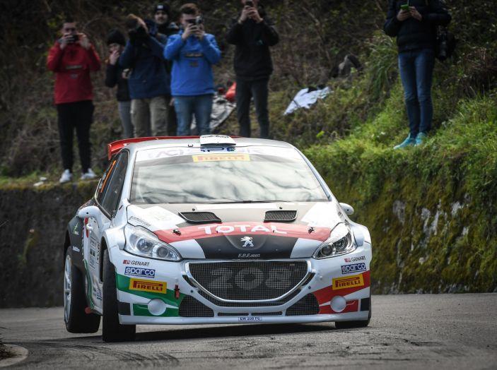 Pollara (Peugeot 208 T16 ufficiale) costretto al ritiro al Ciocco - Foto 2 di 4