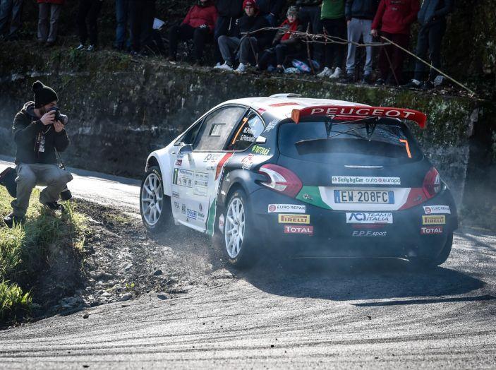 Pollara (Peugeot 208 T16 ufficiale) costretto al ritiro al Ciocco - Foto 3 di 4