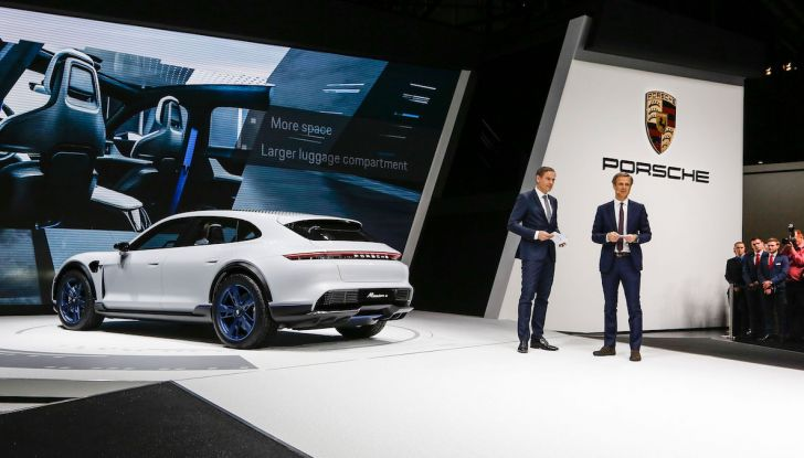 Porsche Mission E Cross Turismo 2018, il crossover elettrico di Stoccarda - Foto 17 di 34