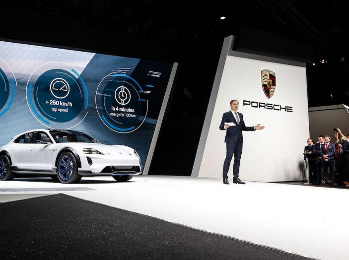 Porsche Mission E Cross Turismo 2018, il crossover elettrico di Stoccarda - Foto 18 di 34