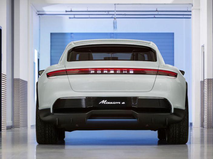 Porsche Mission E Cross Turismo 2018, il crossover elettrico di Stoccarda - Foto 10 di 34