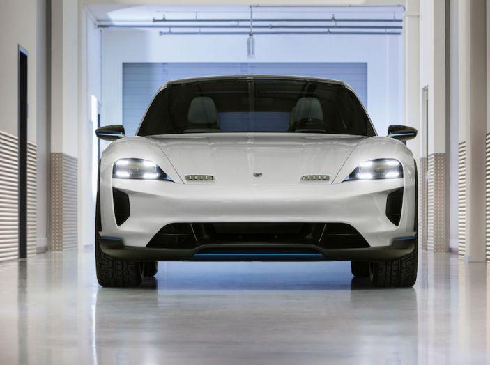 Porsche Mission E Cross Turismo 2018, il crossover elettrico di Stoccarda - Foto 8 di 34