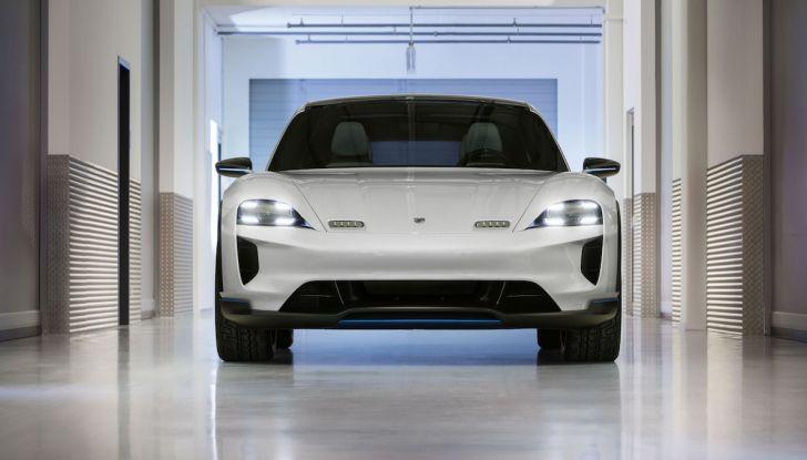 Porsche Taycan, questo il nome della 100% elettrica Mission E - Foto 8 di 34