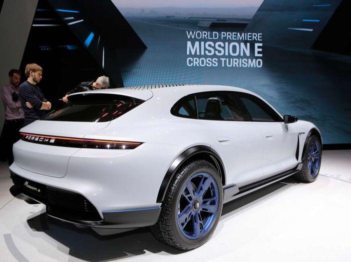 Porsche Mission E Cross Turismo 2018, il crossover elettrico di Stoccarda - Foto 19 di 34