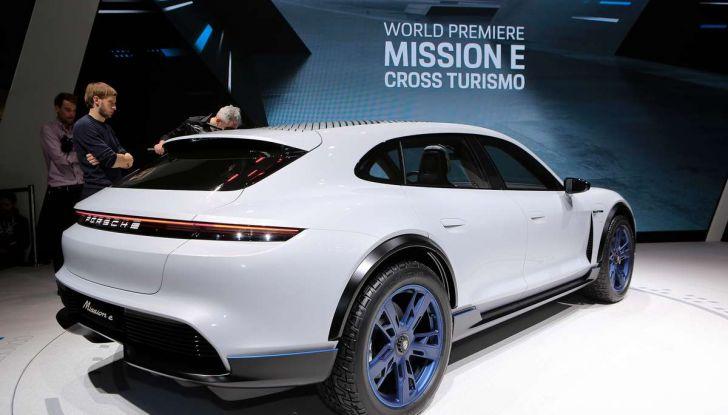 Porsche Taycan, questo il nome della 100% elettrica Mission E - Foto 19 di 34
