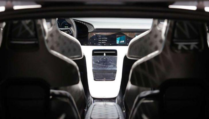 Porsche Taycan, questo il nome della 100% elettrica Mission E - Foto 30 di 34